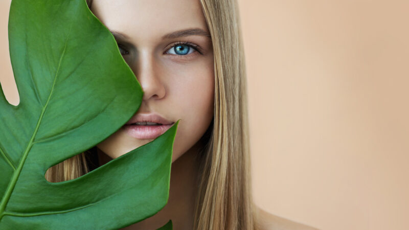 How To Deal With Oily Skin When You're Outdoor