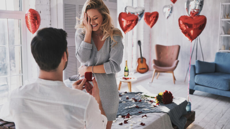 5 Unique ideas to propose to the love of your life at home