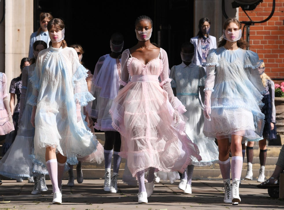 New York Fashion Week 2021: Models In Mask And Follow The Rule of Social Distancing
