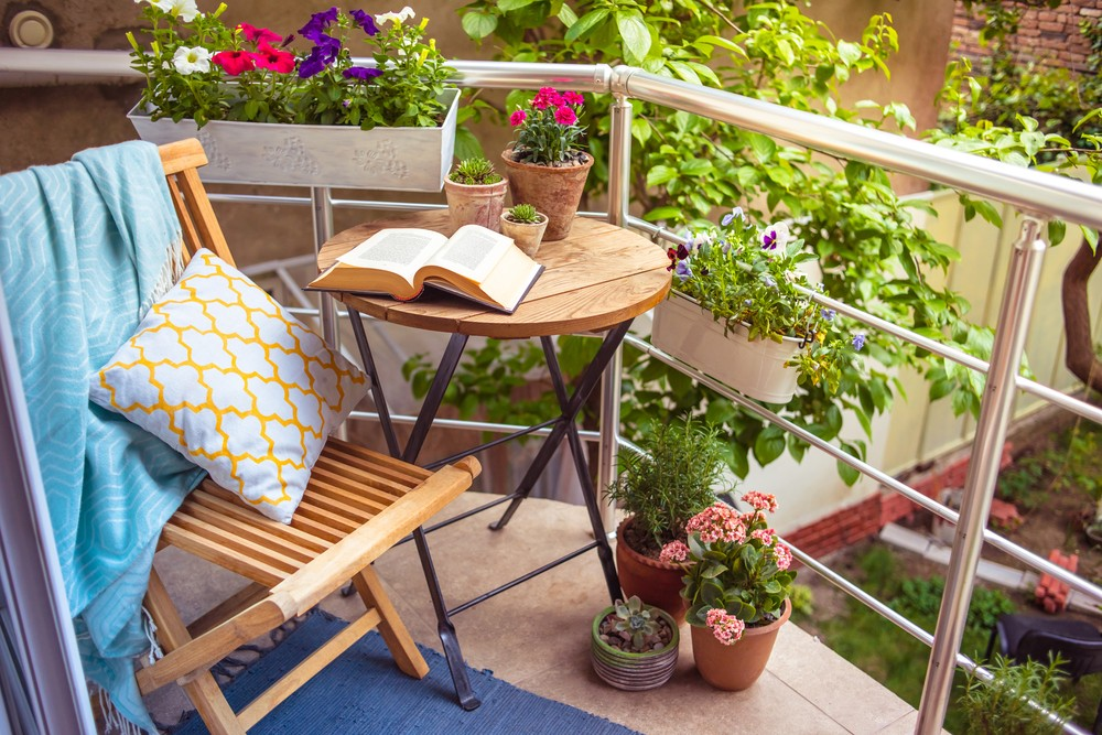 Follow these five budget-friendly ways to decorate a small balcony