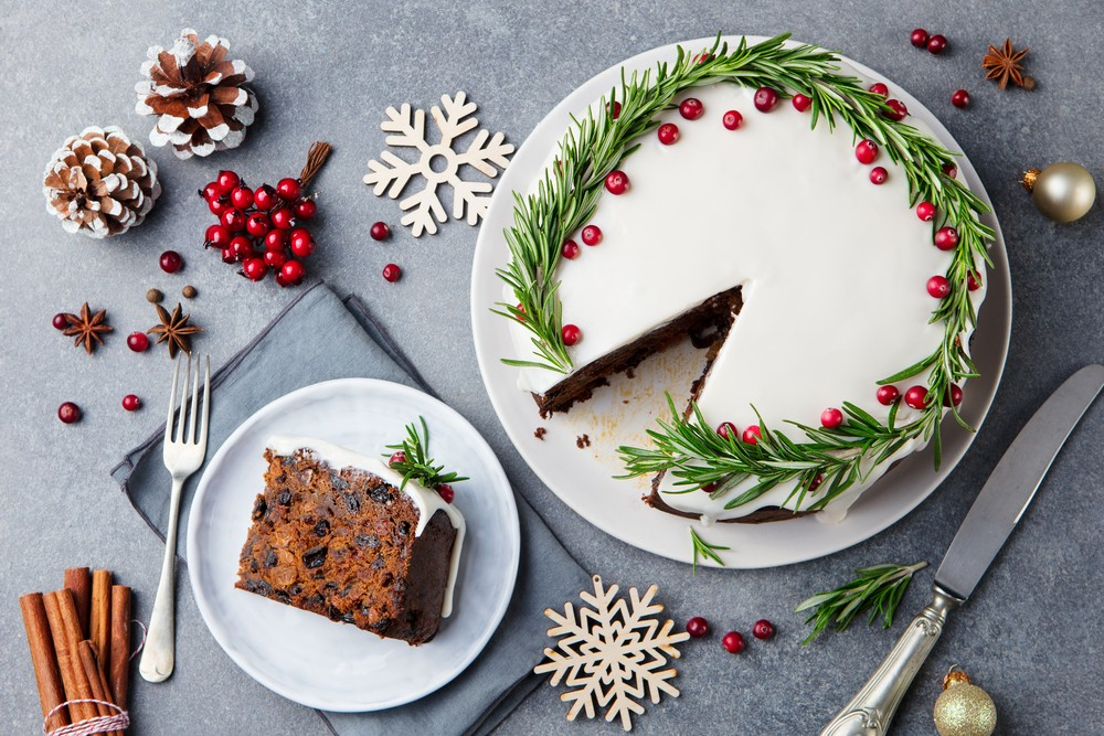 Try These Easy Cake Hacks To Get The Tastiest Christmas Cake This Year