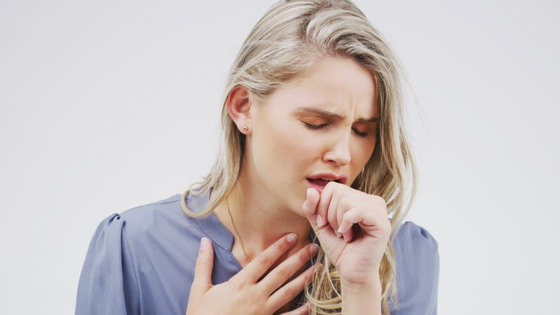 5 Home remedies to treat the cough with no side effects