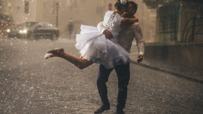 5 Ways to Make a rainy wedding day fun