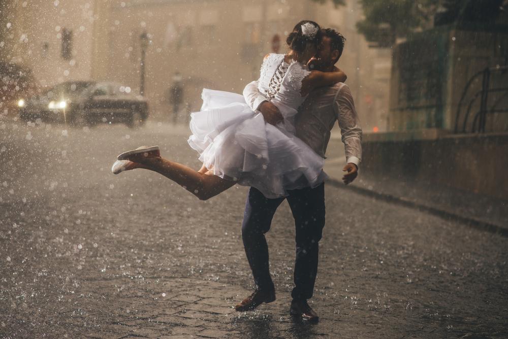 5 Ways to Make a rainy wedding day fun