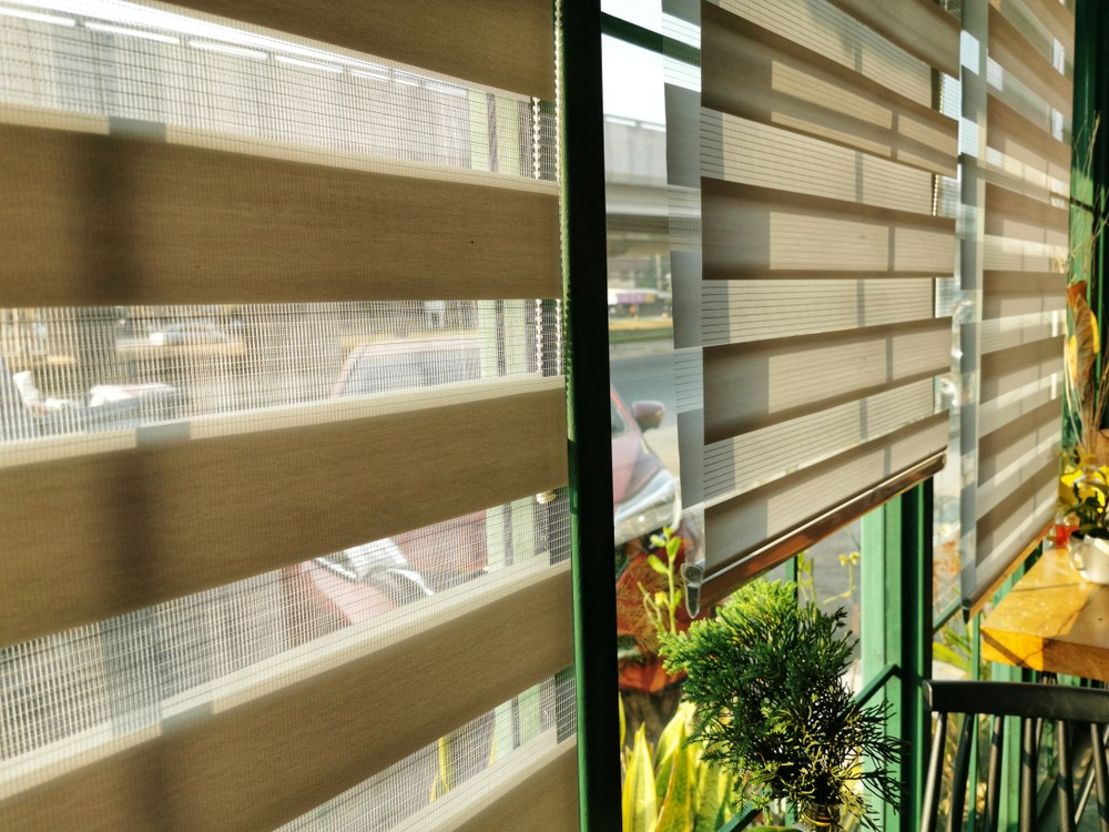 Differences Between Curtains, Drapes, Shades, and Blinds