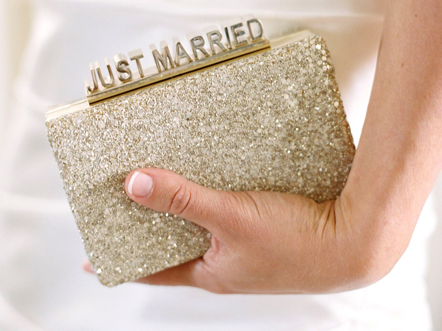 5 tips to buy perfect bridal purse for your wedding