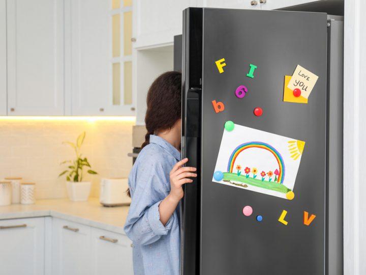Tips to decorate your refrigerator door